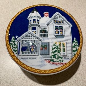 MIKASA HK508 Victorian Holiday Small Round Dish with Lid